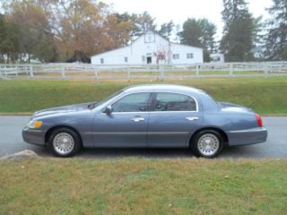 Lincoln  Town Car Executive Sedan 4 Door 1999 Lincoln Town Car LOW