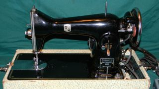 VINTAGE MONTGOMERY WARD SEWING MACHINE & CARRY CASE. MADE IN JAPAN.
