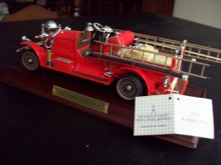FRANKLIN MINT AHRENS FOX FIRE TRUCK 1922+ WOODEN DISPLAY