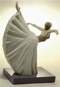 Beautiful 2009 LLADRO Ballerina/Ballet Dancer Figurine  Mint