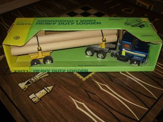 ERTL 1 25 INTERNATIONAL HEAVY DUTY LOGGER 3608 pressed steel log truck