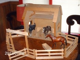 Breyer 5 Stall Horse Barn Stable w Corral and Gate for Traditional