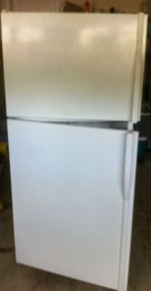 Kenmore Refrigerator Top Freezer No Frost 18 CU Foot Model
