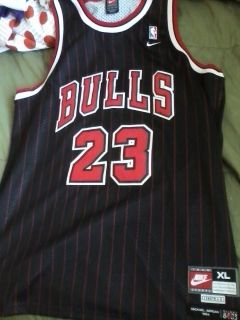 Michael Jordan Chicago Bulls Jersey Nike Throwback XL Swingman 23