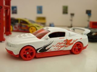 Wheels matte white Custom 12 Ford Mustang TEAM Hot Wheels loose 1 64
