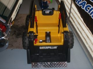 Caterpillar Front Loader Bobcat Fisher Price Power Wheels